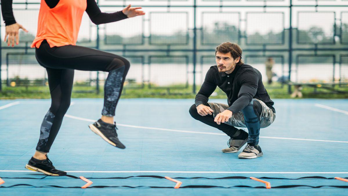 Plusieurs diplômes dont le BPJEPS, le DEUST, les Licences stars sont éligibles pour devenir éducateur sportif.